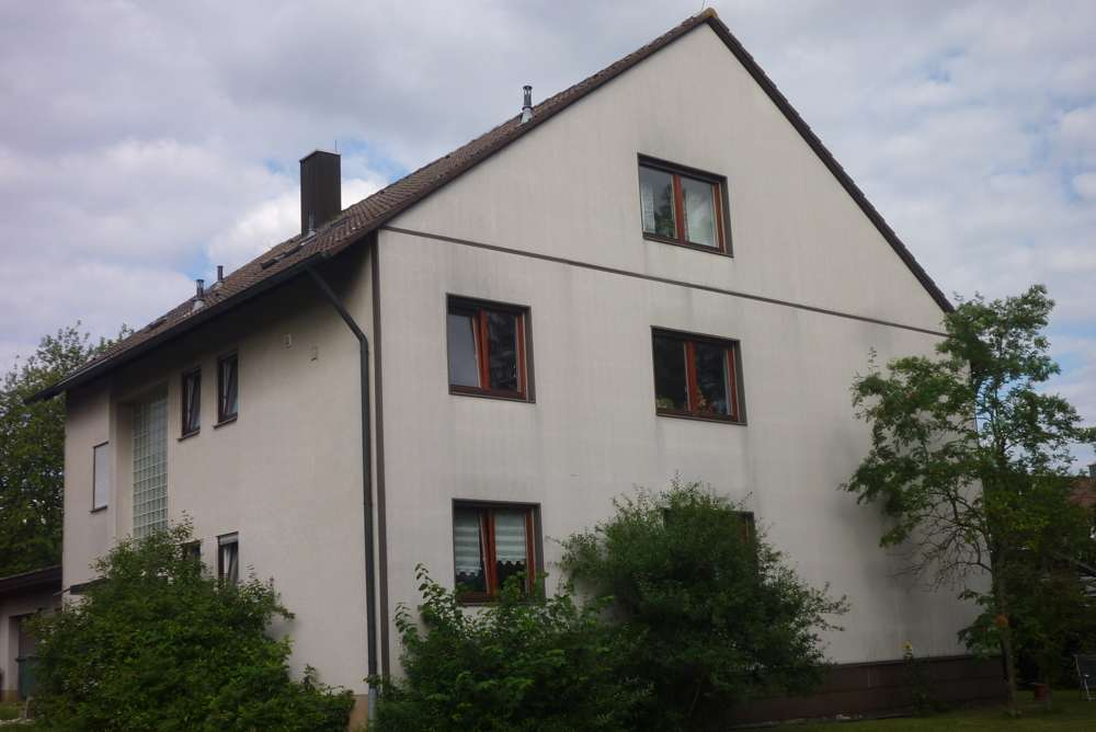 ruhige, großzügige 4,5 Zimmer-Erdgeschosswohnung in Lehrberg in