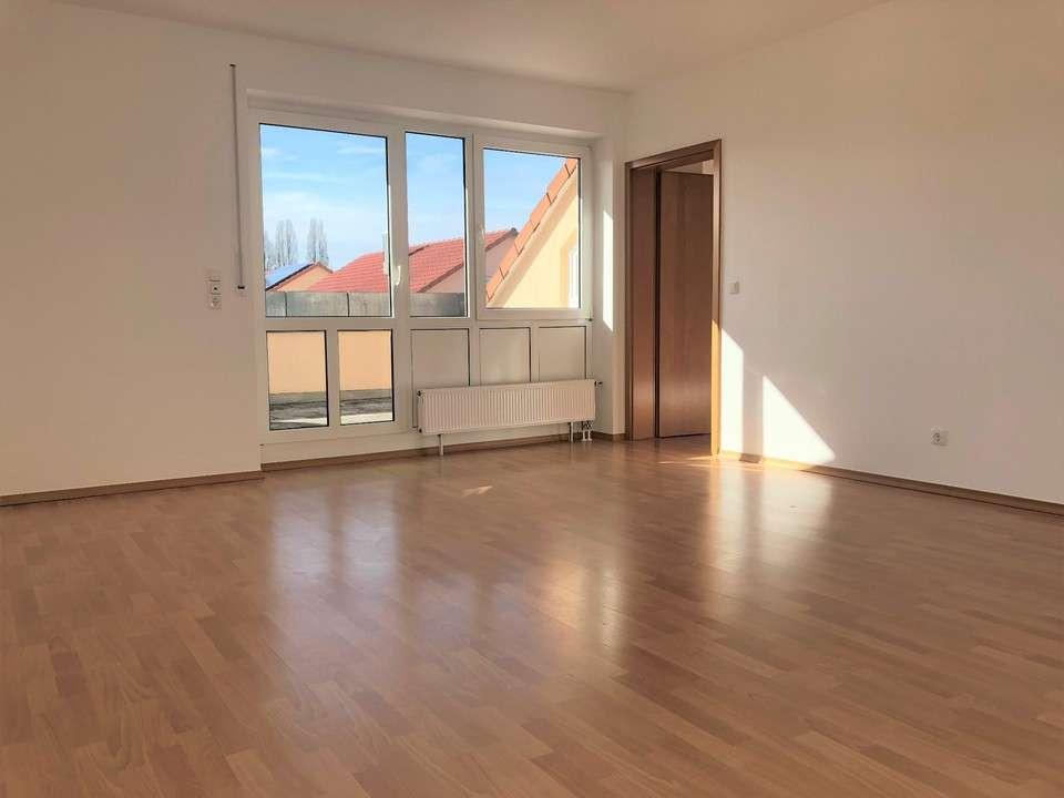 Wunderschöne Dachgeschosswohnung mit Studio in Rain zu vermieten in Rain (Donau-Ries)