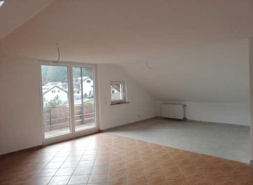 Erstbezug nach Sanierung mit Balkon: ansprechende 3,5-Zimmer-Dachgeschosswohnung in Lauterstein