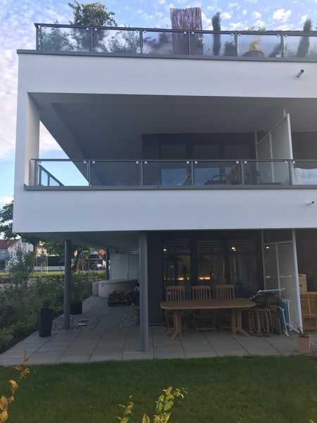 Exklusive, neuwertige 2-Zimmer-Terrassenwohnung mit 130 qm Garten und Einbauküche in Gaimersheim in Gaimersheim