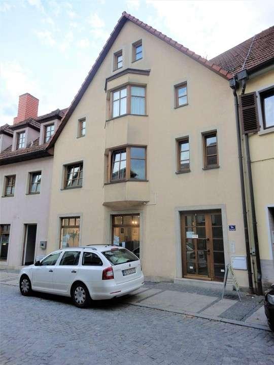 Großzügige, möblierte  2 1/2 Zimmer Wohnung mit Balkon, mitten in der Stadt in Bad Neustadt an der Saale