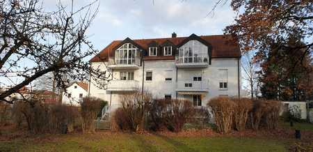Kleine 2-Zimmer-Wohnung mit Balkon ins Grüne in zentraler Lage von Ottobrunn in Ottobrunn
