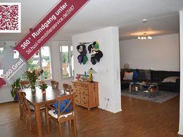 Wohn-Essbereich mit Banner