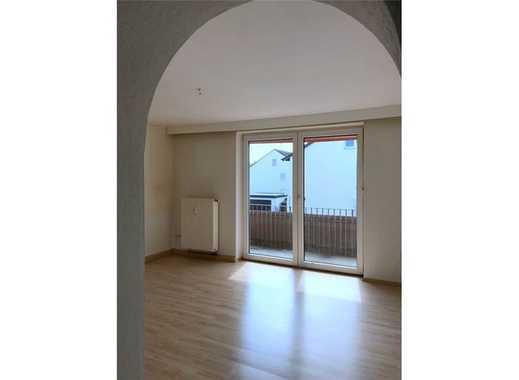über 5% Rendite: gut vermietete 2-Zimmer-Wohnung mit Balkon und Stellplatz