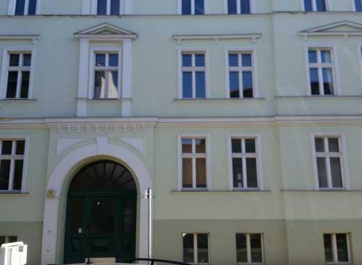 98 qm große, helle 3 Zimmerwohnung mit Balkon. Kaufpreis ist VB