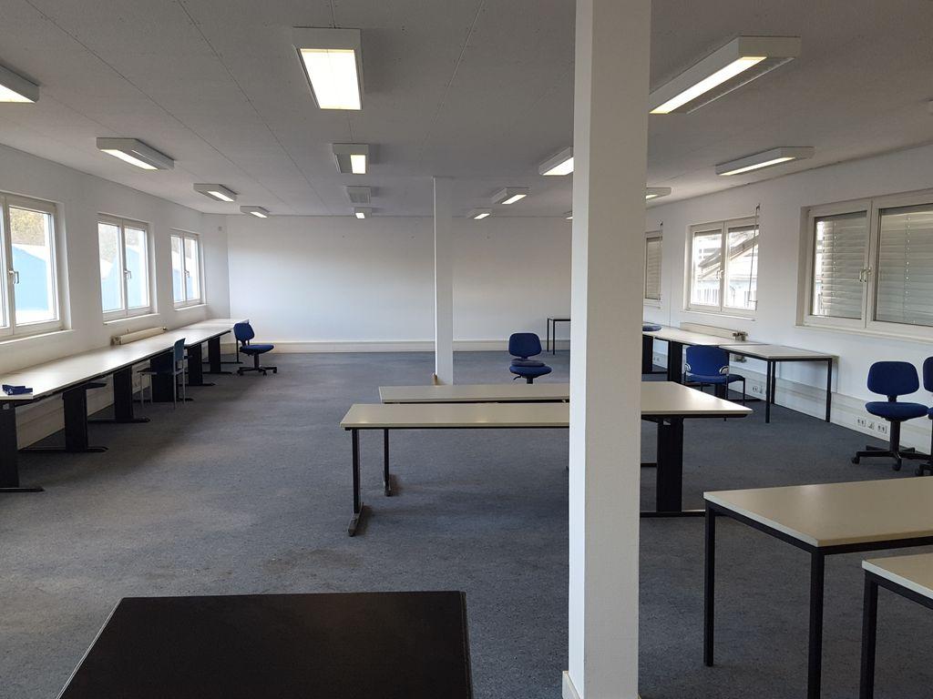 grosser Büroraum