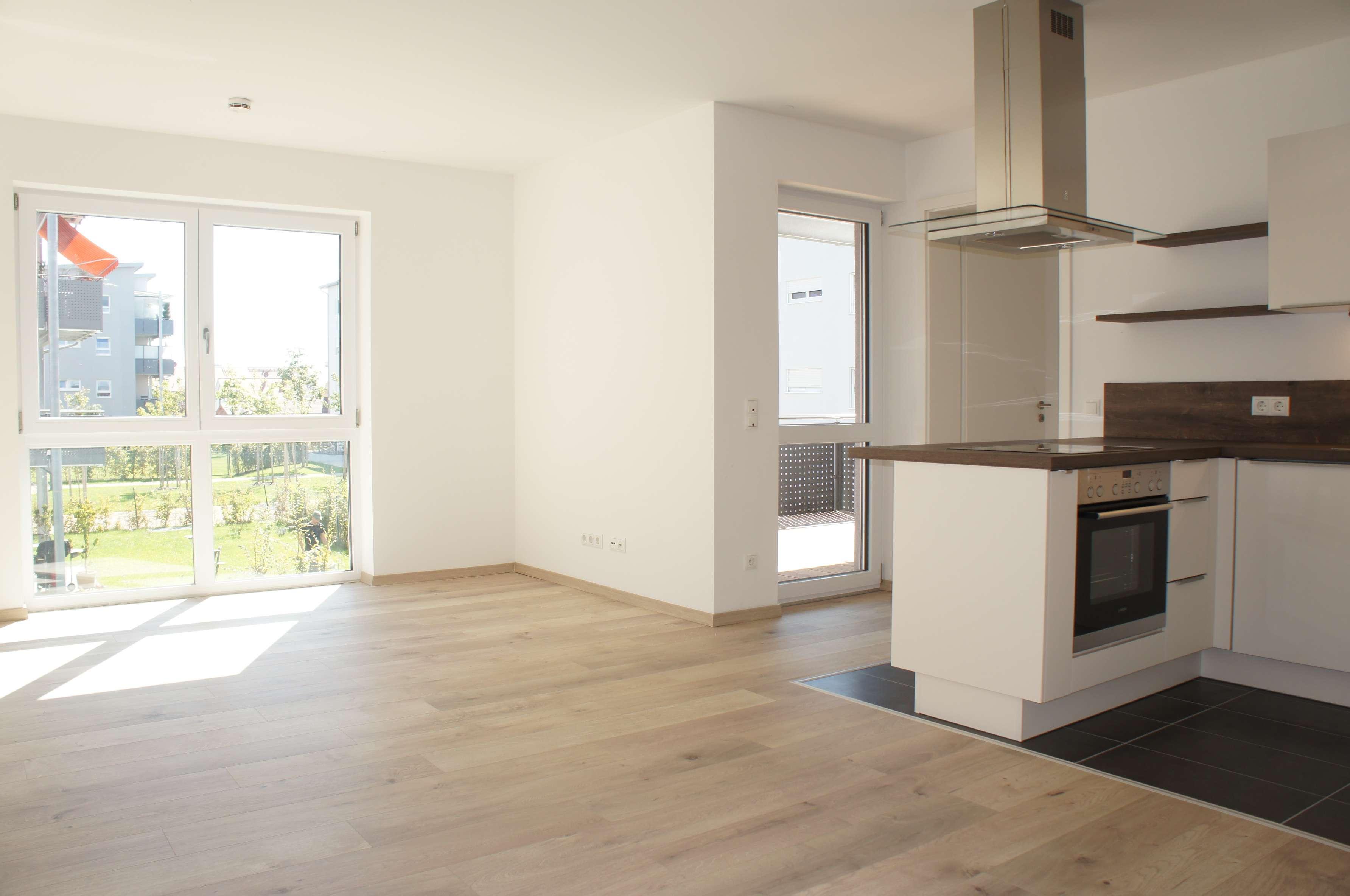 ... Neuwertige 2-Wohnung mit EBK im EG mit eigenem Garten und Süd-Terrasse ...