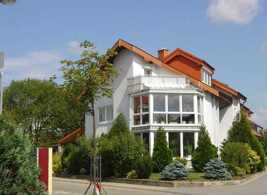 Große Wohnung mit Wintergarten und Garten