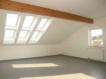Neuwertige 2,5-Raum-Maisonette-Wohnung mit Einbauküche in Regenstauf in Regenstauf