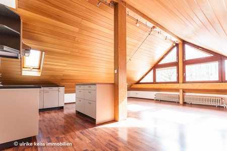 Gemütliche Dachwohnung! Hoher Freizeitwert! Mit Süd-West-Terrasse im Garten! in Neusäß