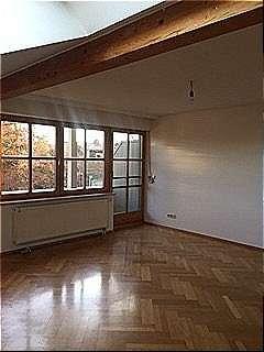 Wunderschönes Dachgeschoss mit Einbauküche, 2 Balkone und Tiefgarage in Halfing