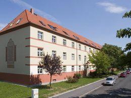 Gebäude mit Straßenansicht