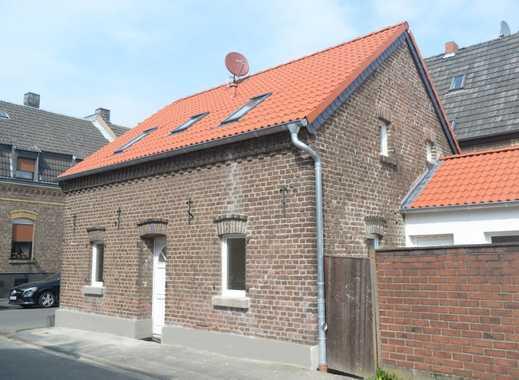 Erstbezug nach Renovierung: Haus mit 4,5 Zimmern in Köln, Lövenich