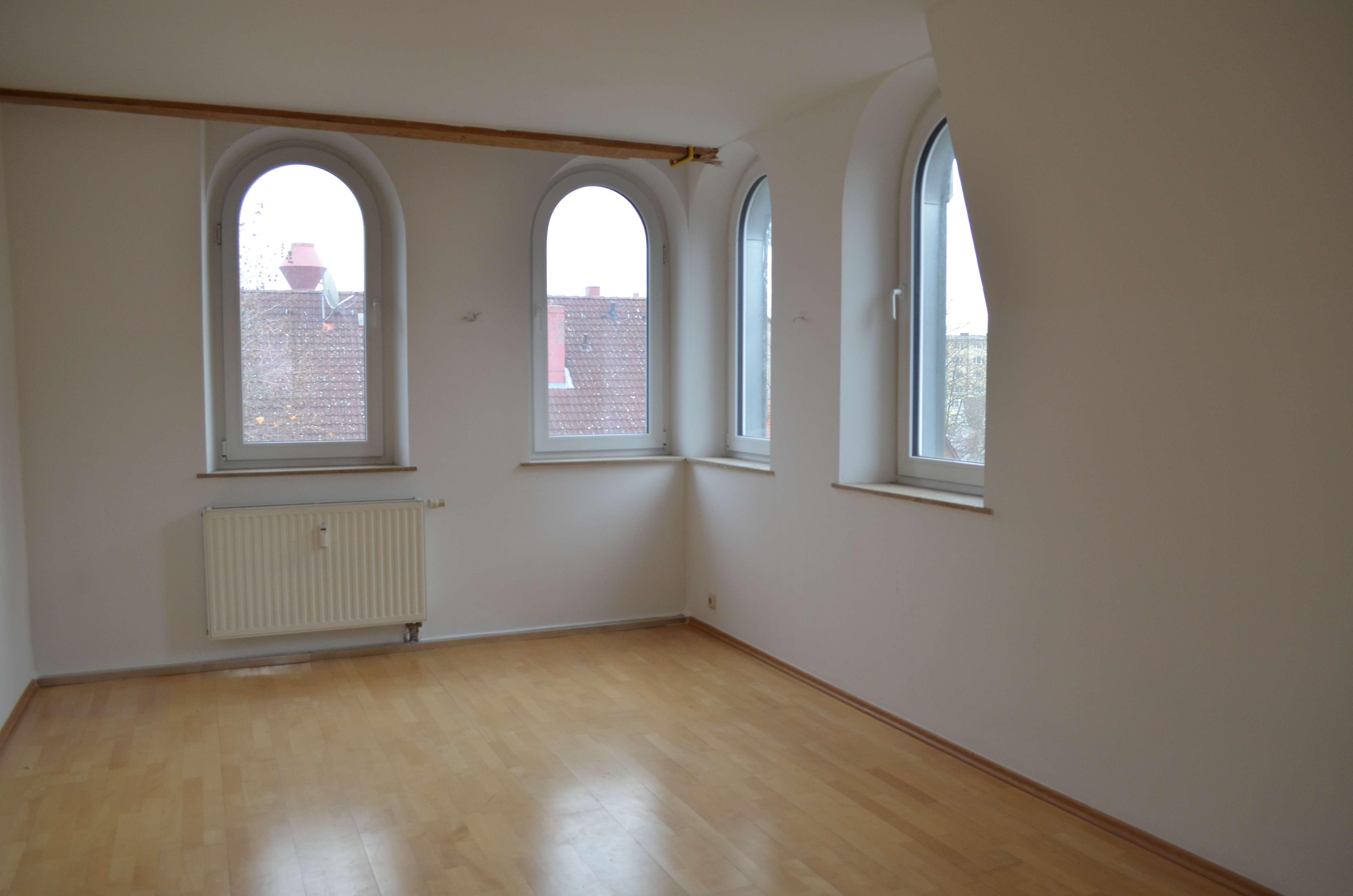 Topsanierte 2 Zimmer Wohnung auf 60m² in Nürnberg mit Parkett uvm.! in Schweinau (Nürnberg)