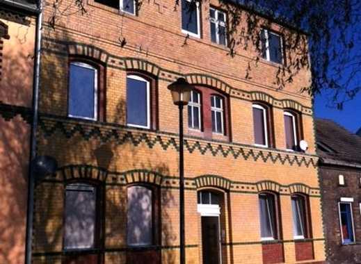 *schicke EG-Wohnung mit großer Terrasse und Kamin*Heizung neu*