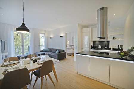 Exklusiv möblierte 3-Zi.Wohnung mit Balkon in begehrter Toplage inmitten von Schwabing - ab 01.09.20 in Schwabing (München)