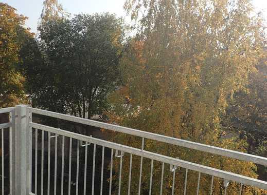 ***Großer Balkon + hell+ ruhig+ Parkett+ Einbauküche + Wannenbad +Altbau+ Zentralheizung ***