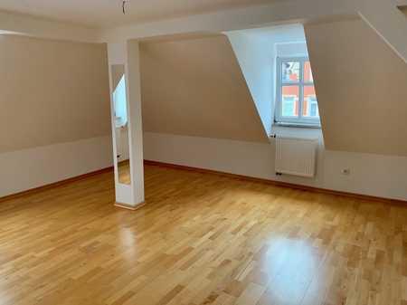 Vollständig renovierte 4-Zimmer-DG-Wohnung mit Einbauküche in Roth in Roth (Roth)