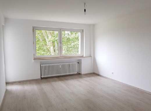 Frisch renovierte 2 Zimmer Wohnung mit Balkon!