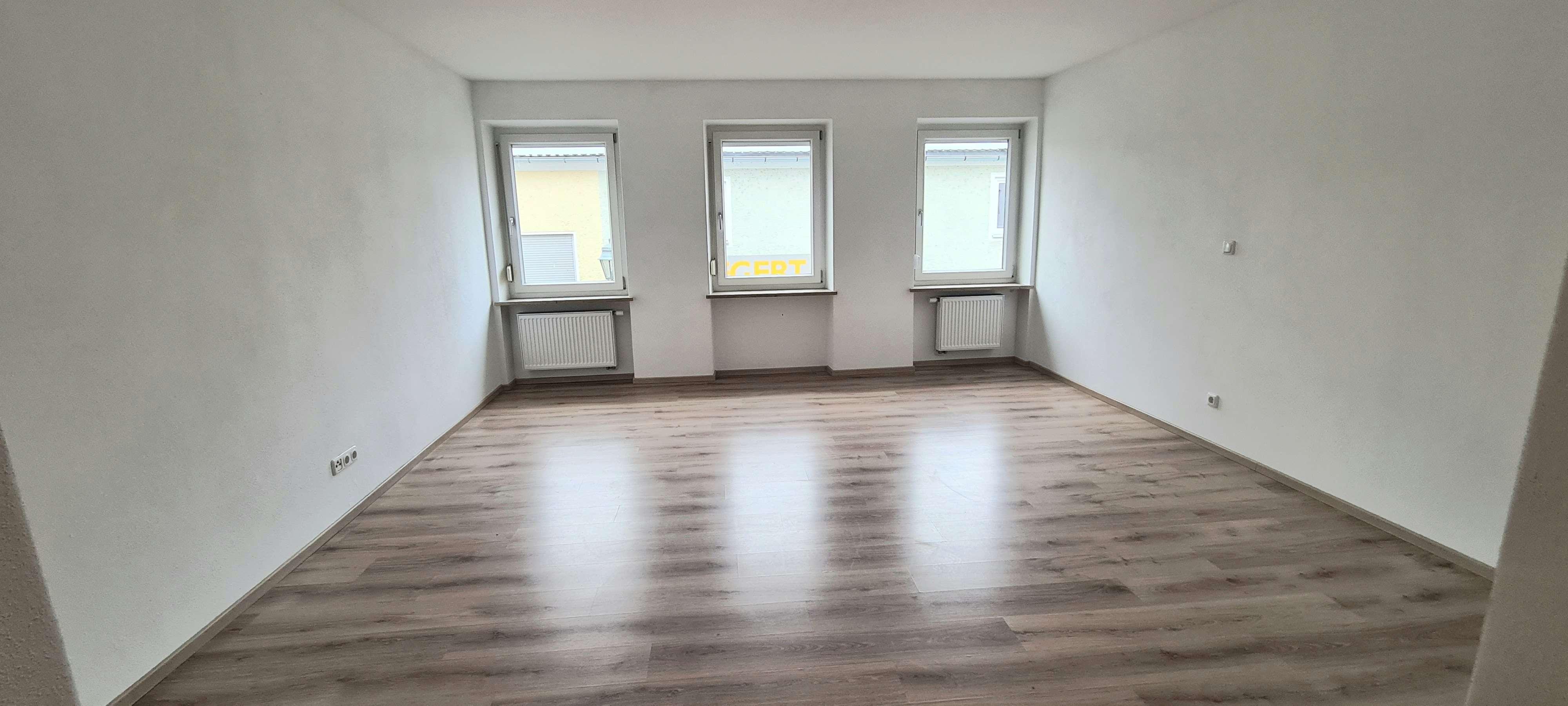 Ansprechende, neuwertige 3-Zimmer- Wohnung mit gehobener Innenausstattung in Aichach in