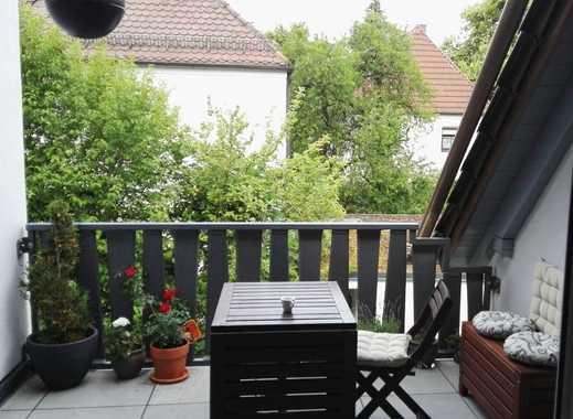 Stilvolle, geräumige 2-Zimmer-DG-Wohnung mit Balkon und Einbauküche, München