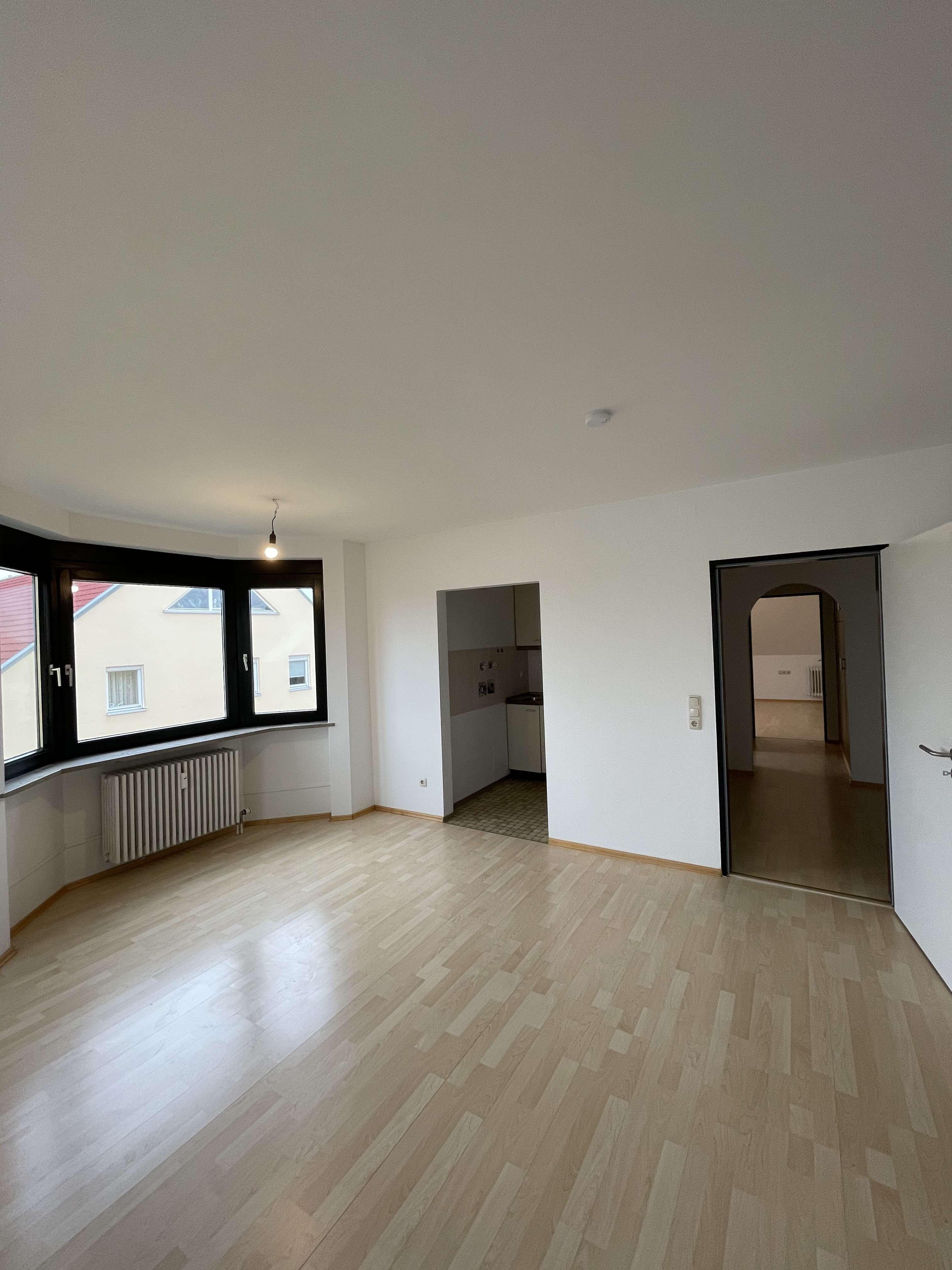 Stilvolle, sanierte 2-Zi-Dachgeschosswohnung mit EBK in Uni Nähe in