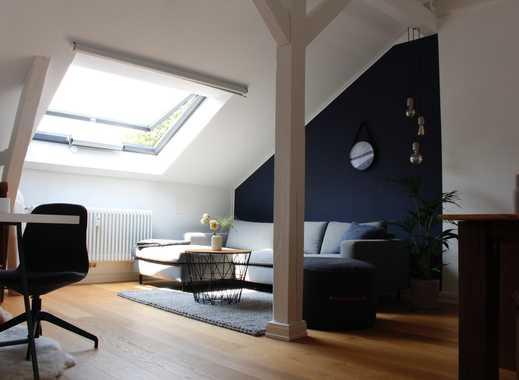 Helle 2-Zimmer Dachgeschosswohnung mit Balkon in sanierter Altbauvilla