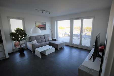 Helle,  neuwertige 3-Zimmer, voll möblierte Penthouse-Wohnung mit großer Dachterrasse in Moosach