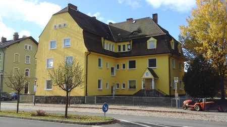 Gerade in Sanierung in Wiesau: WG-geeignet! 2-Zimmer-Wohnung in unmittelbarer Bahnhofsnähe in Wiesau