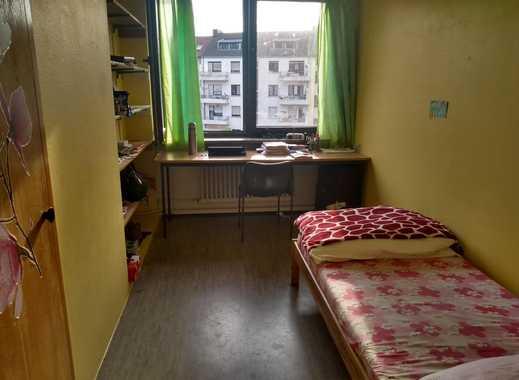 ein komplett eingerichtetes Zimmer