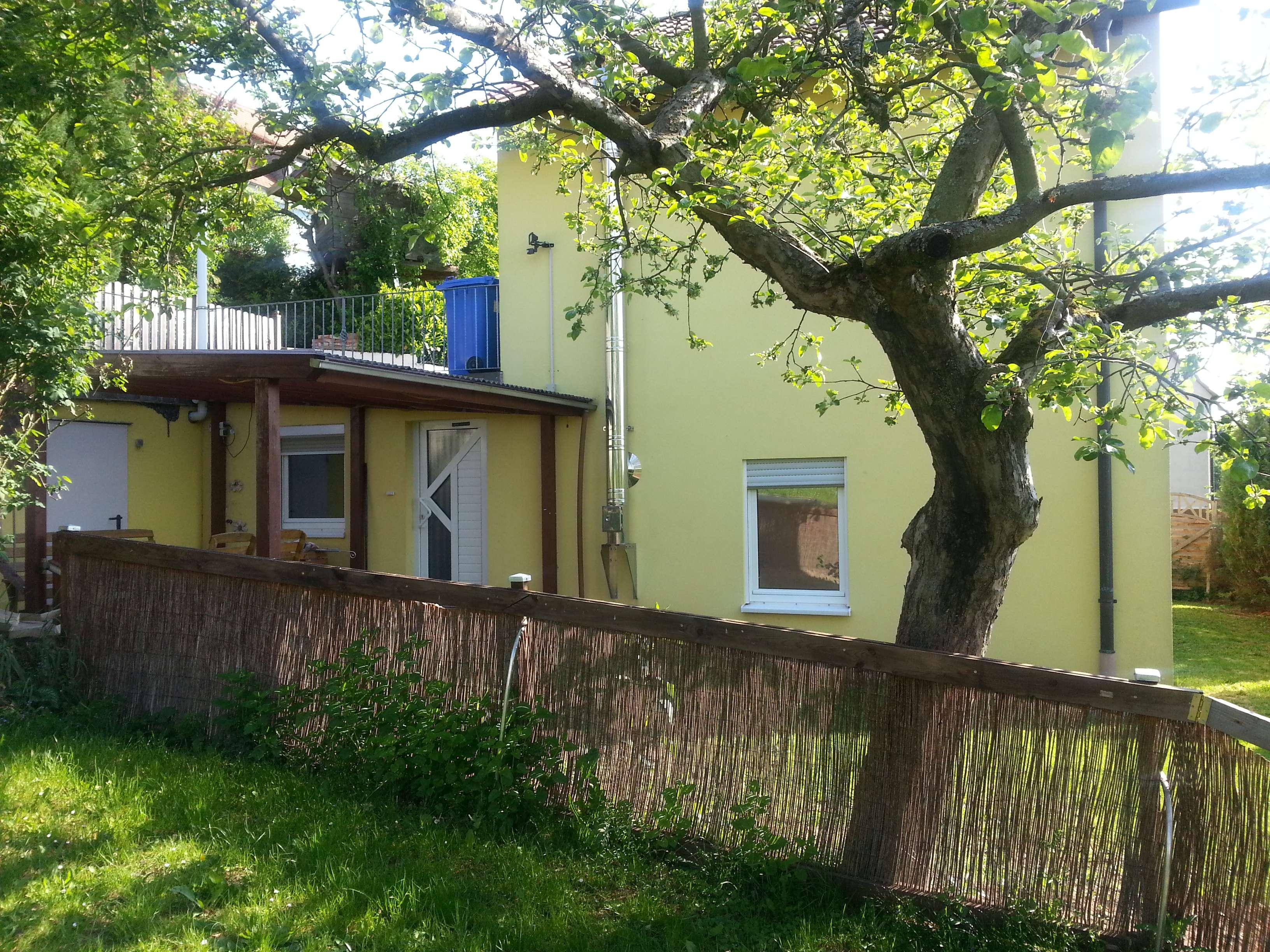 Ruhige 2 1/2 Zimmer-Wohnung mit Terrasse