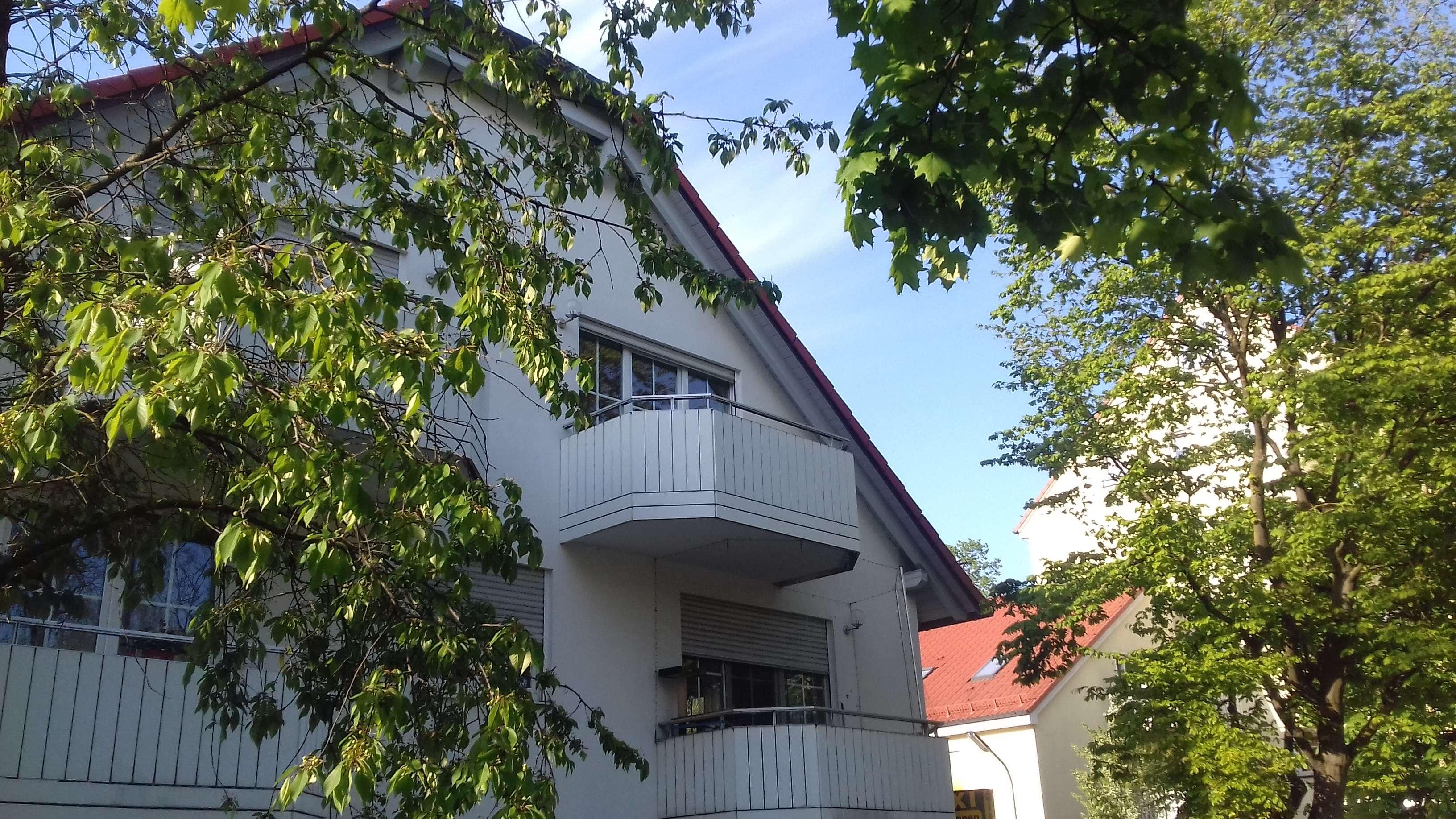 Stilvolle, neuwertige 3-Zimmer-DG-Wohnung mit Balkon in Pasing, München