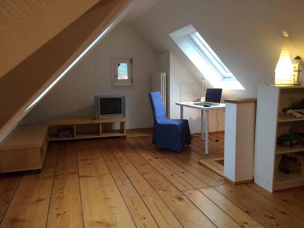helles m bliertes zimmer in 5er wg haus. Black Bedroom Furniture Sets. Home Design Ideas