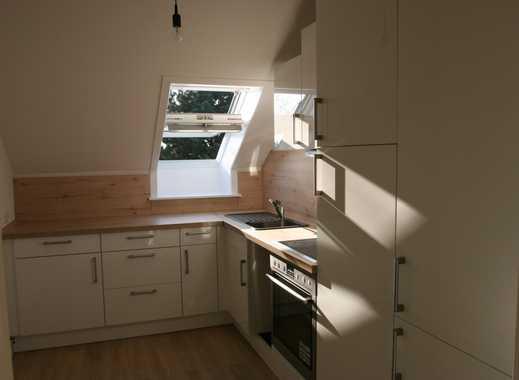 Vollständig renovierte 2-Zimmer-DG-Wohnung mit Balkon und EBK in Appen