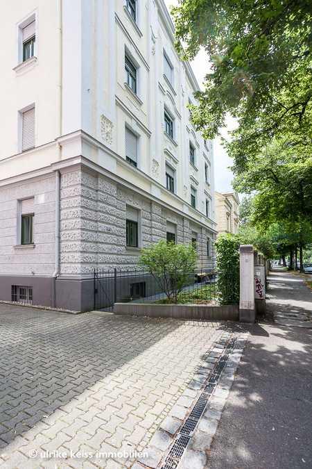Mit Blick in den Himmel! Süßes möbliertes Appartement in stattlichem Baudenkmal! in Augsburg-Innenstadt