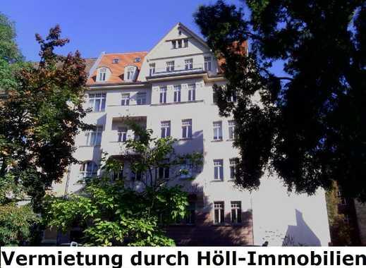 Höll-Immobilien vermietet schöne 1-Raumwohnung mit Balkon und Küche im Universitätsring.