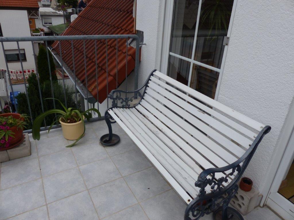 gut geschnittene 3 zimmer dachgeschoss wohnung mit balkon. Black Bedroom Furniture Sets. Home Design Ideas