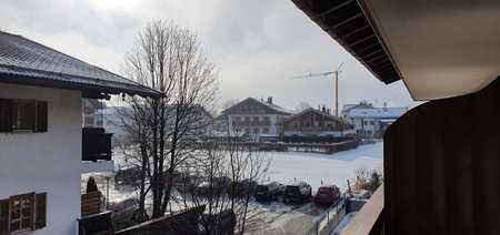 Stilvolle, geräumige und neuwertige 2-Zimmer-Wohnung mit Balkon und Einbauküche in Rottach-Egern in Rottach-Egern