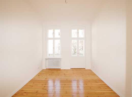 ERSTBEZUG NACH SANIERUNG! Ruhige Wohnung im Seitenflügel mit Balkon! Schriftliche Anfragen!