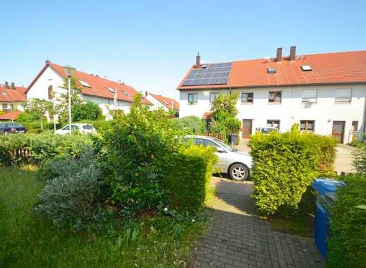 Platzwunder !! Reiheneckhaus mit 8 Wohnräumen 2 Bädern Gäste WC Terrasse und großem Garten !!