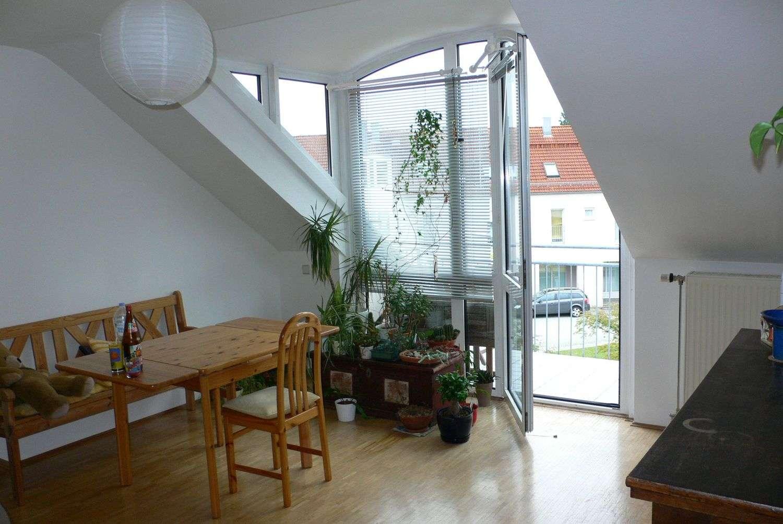 Von Privat : Helle, großzügig geschnittene 2-Zimmerwohnung nahe S-Bahnhof