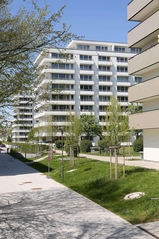 Erstbezug nach Sanierung mit Balkon: 2,5-Zimmer-Wohnung in Oberschleißheim