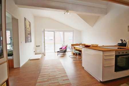 Obertraubling! Stilvolle 2,5-Zimmer-Galeriewohnung mit Südbalkon! Frei ab sofort! in Obertraubling