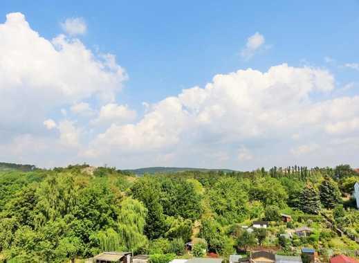 attraktive Dachgeschoss-Wohnung mit Einbauküche, Balkon & Laminat in Eisenach