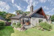 Bezugsfreies Zweifamilienhaus mit schönem Garten