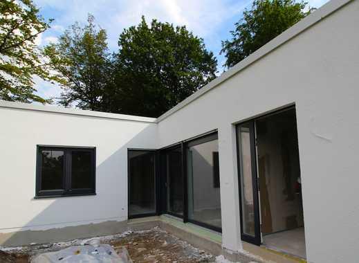 In traumhafter parkähnlicher Wohngegend liegt dieser Neubau. Ein moderner Grundriss bietet...