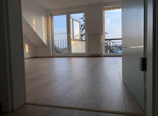Lichtdurchflutete 3 Zimmerwohnung in ruhigem Haus mit Balkon, Gäste WC und Aufzug