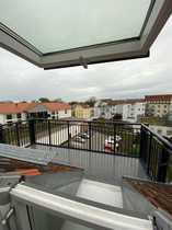 Renovierung großer Balkon helle Dachgeschosswohnung