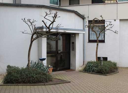 ** WBS Schein erforderlich ** Schöne renovierte 3-Zimmer-Wohnung mit Balkon in Krefeld