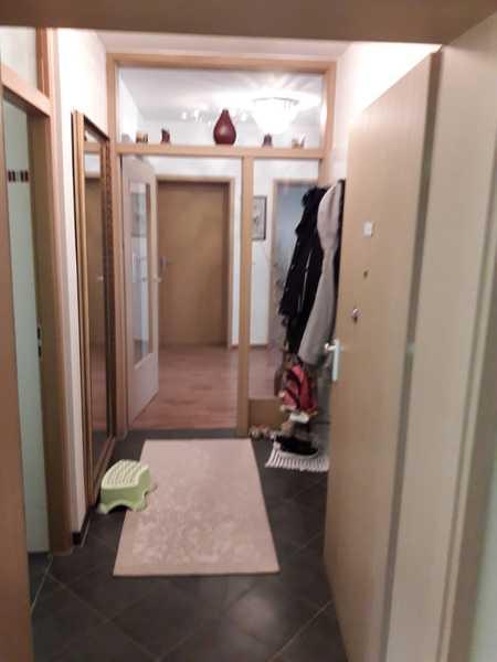 Gepflegte 3-Zimmer Dachgeschoss-Wohnung mit Balkon Teilmöbliert in München, Perlach in Perlach (München)
